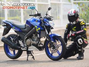 Yamaha-V-Ixion-Movistar-1
