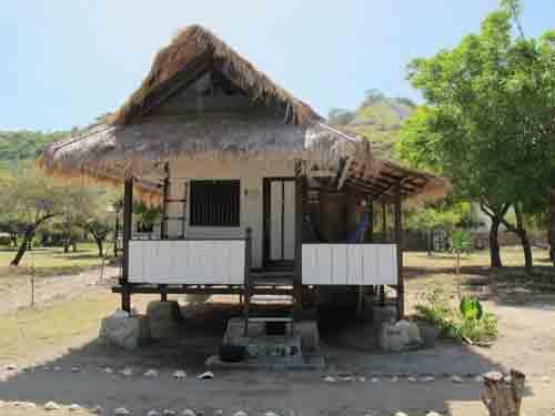 Di bungalow yang kaya gini gue ngobrol sama si blondie. Pic by labuanbajoflores