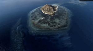 Pulau kanawa dari atas. pic by wikitravel