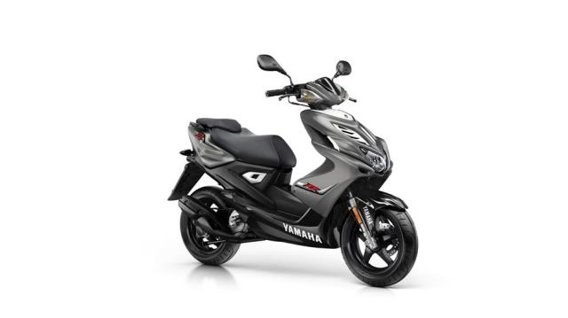2016-Yamaha-Aerox-R-EU-Matt-Grey-Studio-001.jpg