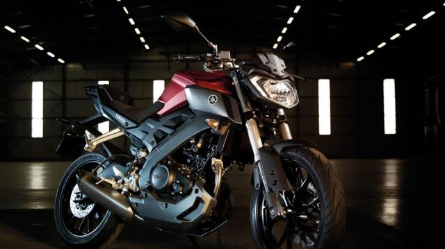 2016-Yamaha-MT125-EU-Anodized-Red-Static-004.jpg