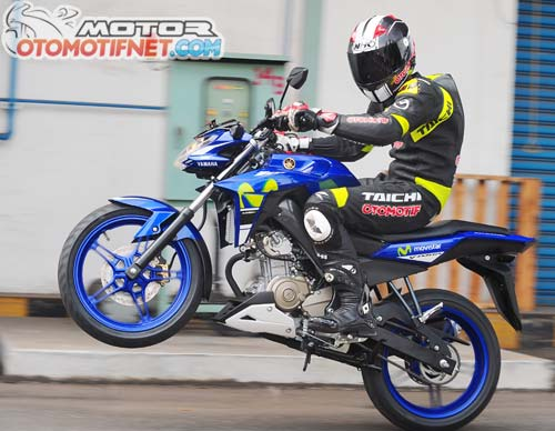 test-ride-yamaha-V-Ixion-Advance-1.jpg