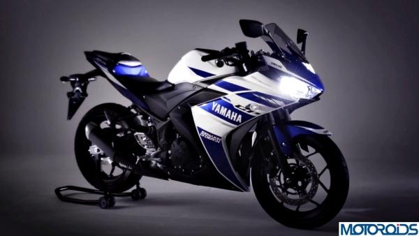 Valentino-Rossi-Yamaha-R25-4.jpg