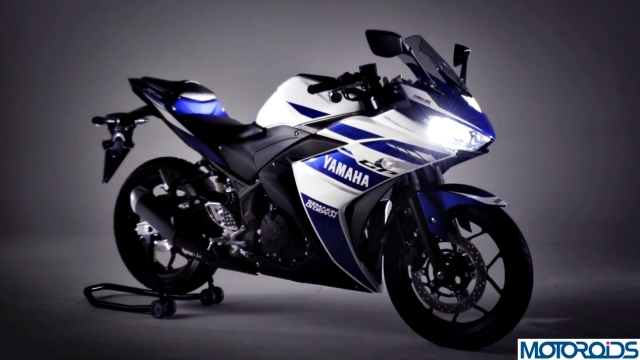 Valentino-Rossi-Yamaha-R25-4