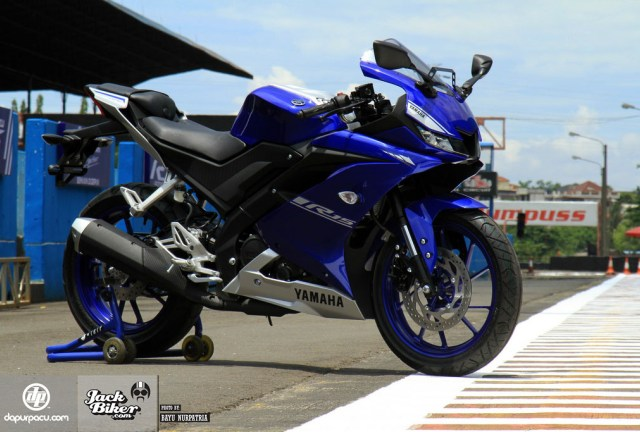 yamaha_r15_detail_2017_dp_2